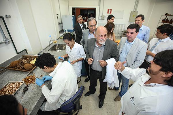 Governador-Simão-Jatene-no-Lab-de-Oleos-Vegetais