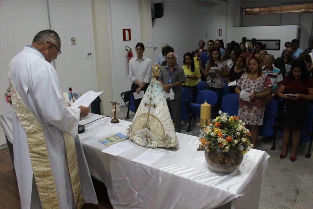 Diácono Ademirson Dias durante celebração