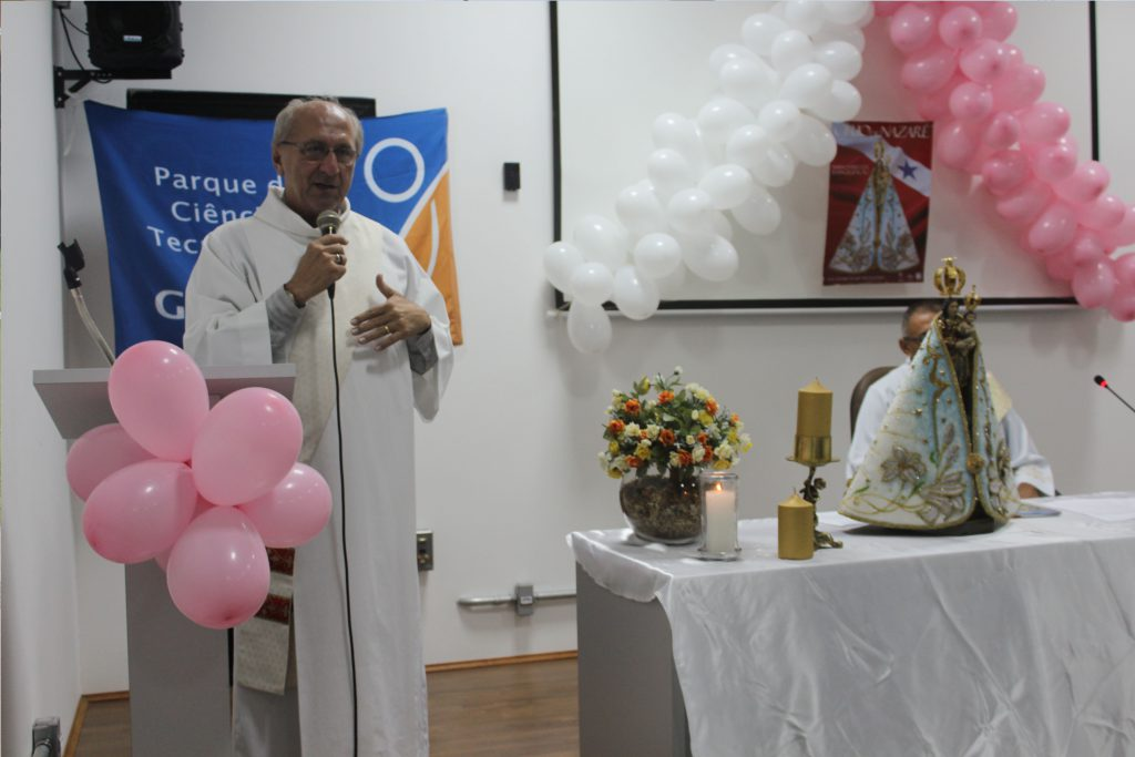 Diácono Miguel Pinto durante celebração